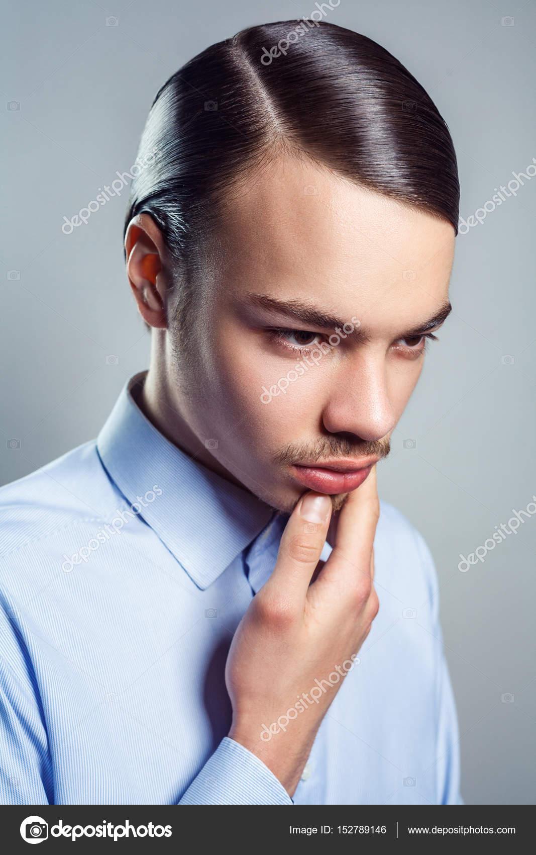 Peinado Retro Hombre Retrato De Hombre Joven Con Peinado