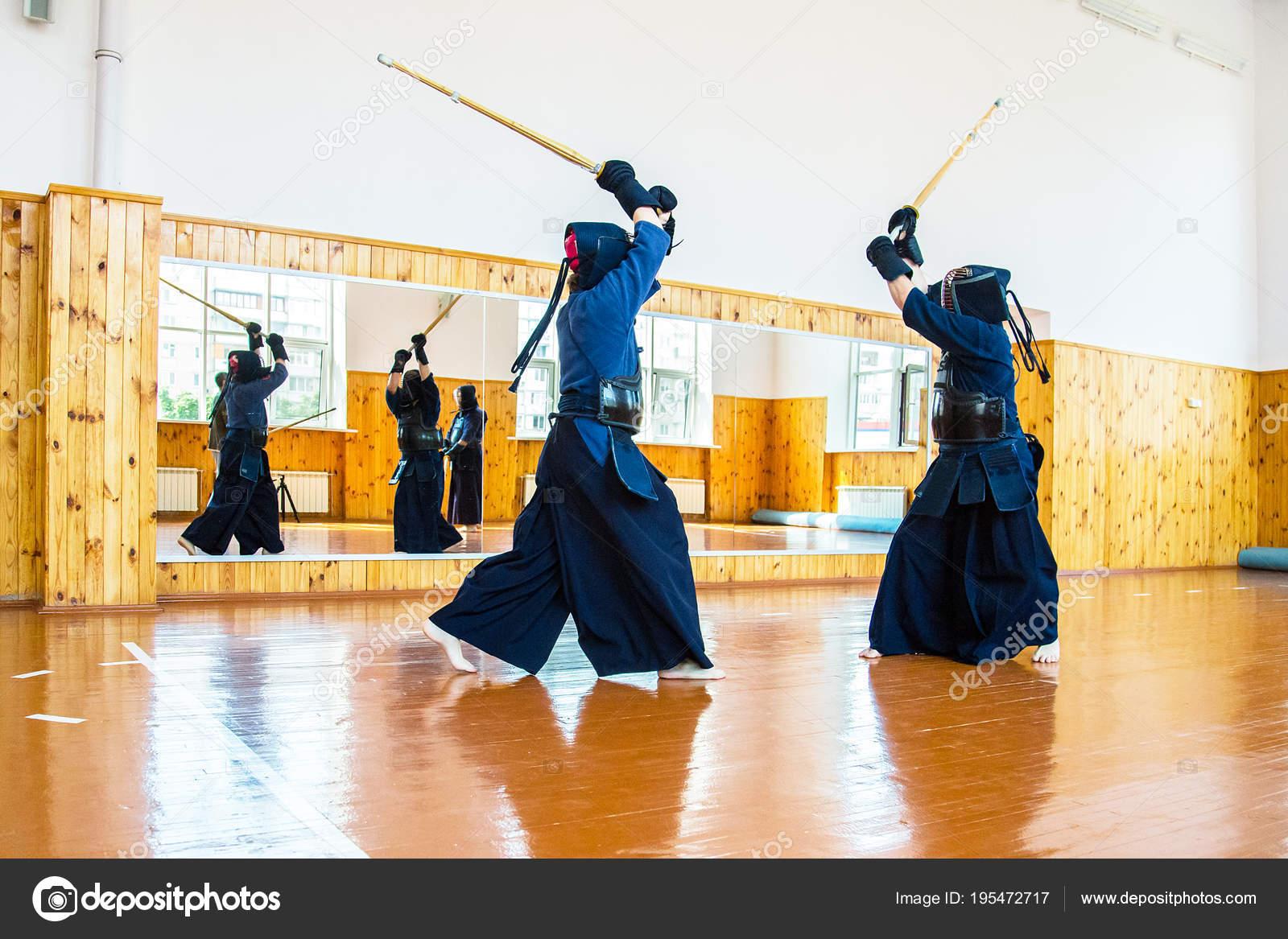 Combat Japonais art martial japonais de combat à l'épée — photographie liubovyashkir