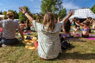 Rehberli meditasyon ve yoga
