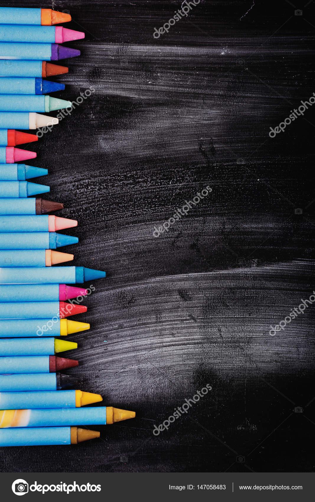 bunte Stifte auf dem Brett für Zeichnung — Stockfoto © Kucheruk ...