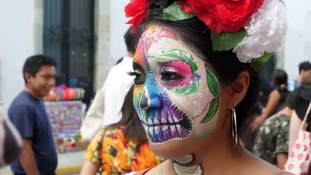 Halloween-Tag der Toten spektakuläre Make-up-Party Masken. Der Tag der Toten ist ein mexikanischer Feiertag, der in ganz Mexiko gefeiert wird. An dem mehrtägigen Feiertag treffen sich Familie und Freunde, um für verstorbene Familienmitglieder zu beten und ihrer zu gedenken.