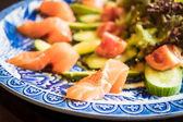 Avokádó saláta-lazac