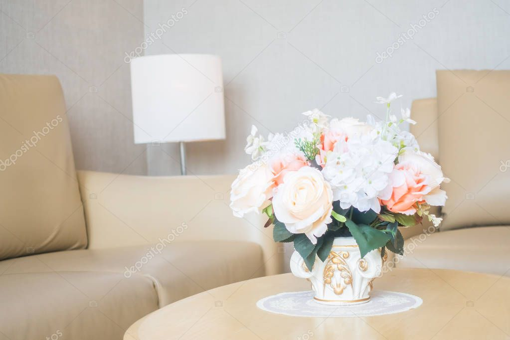 Blumen-Vase am Tisch-Dekoration im Wohnzimmer Bereich Interieur ...