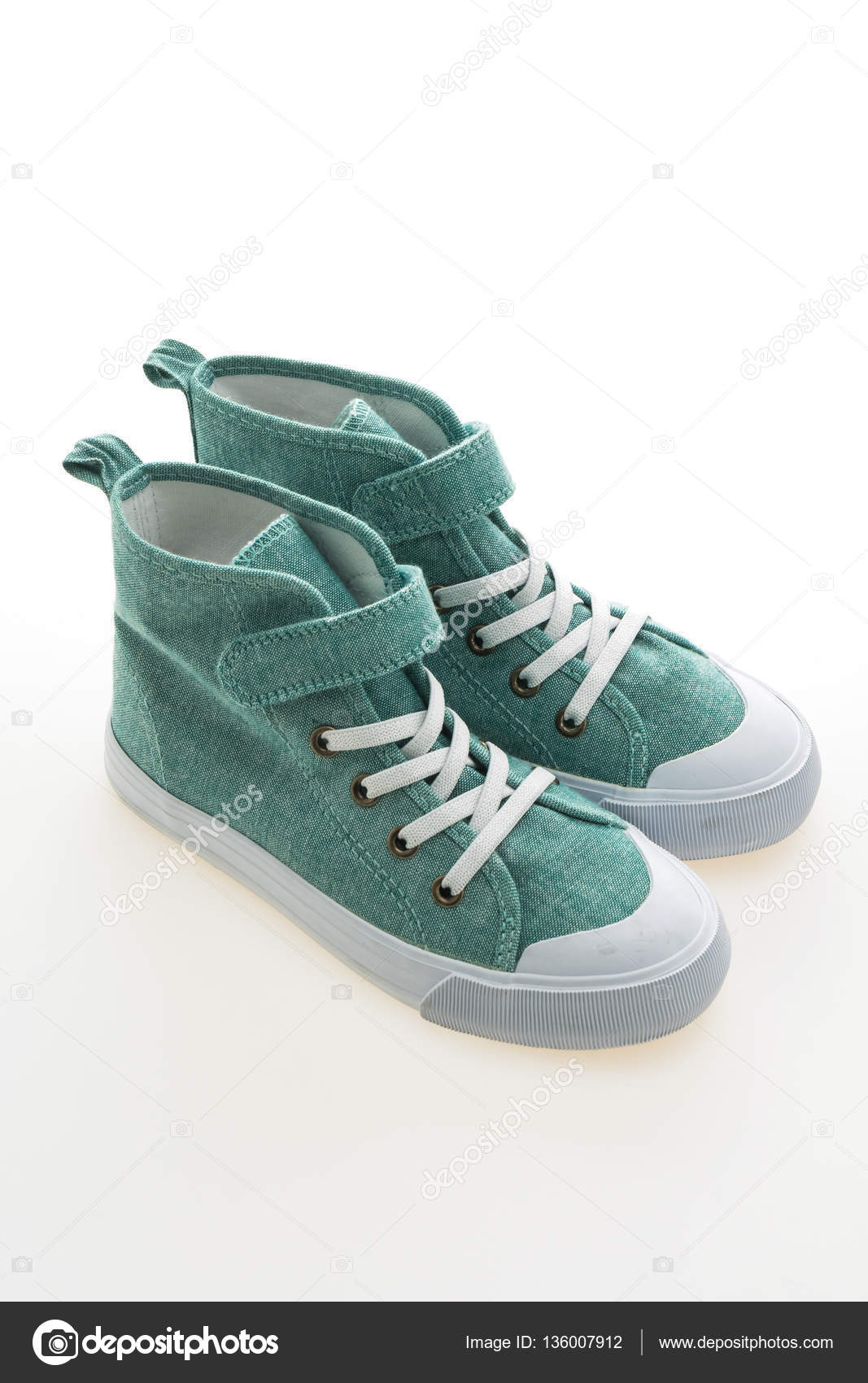 a23cb7072d6 νέα μόδα παπούτσια — Φωτογραφία Αρχείου © mrsiraphol #136007912