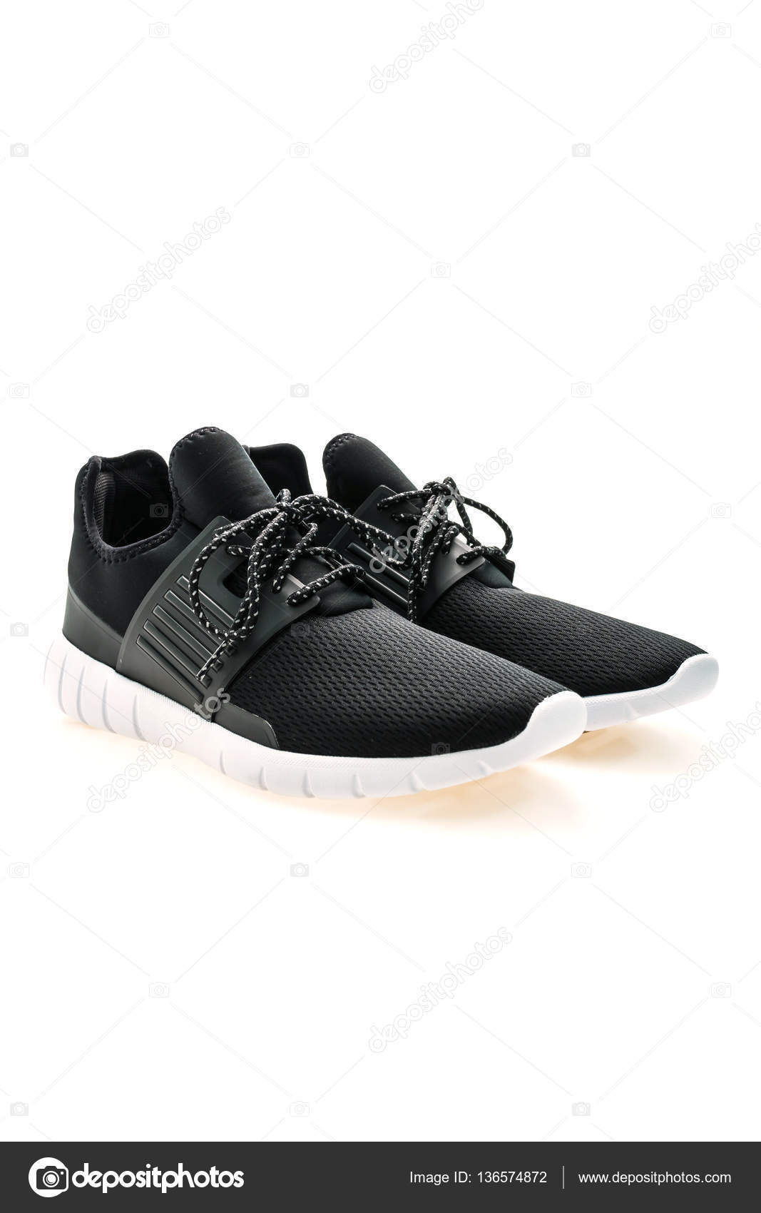 1a1586c9c0d Αθλητικά παπούτσια για τρέξιμο — Φωτογραφία Αρχείου © mrsiraphol ...