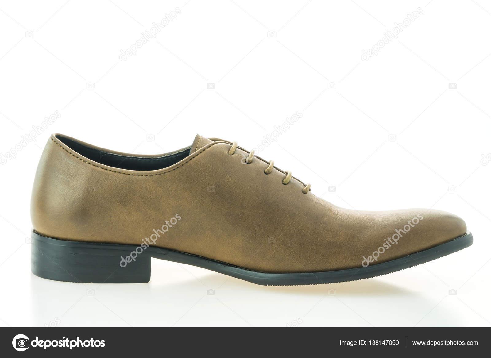c1ee19075f Hermosa elegancia y lujo cuero zapatos hombre marrón aislados sobre fondo  blanco — Foto de ...