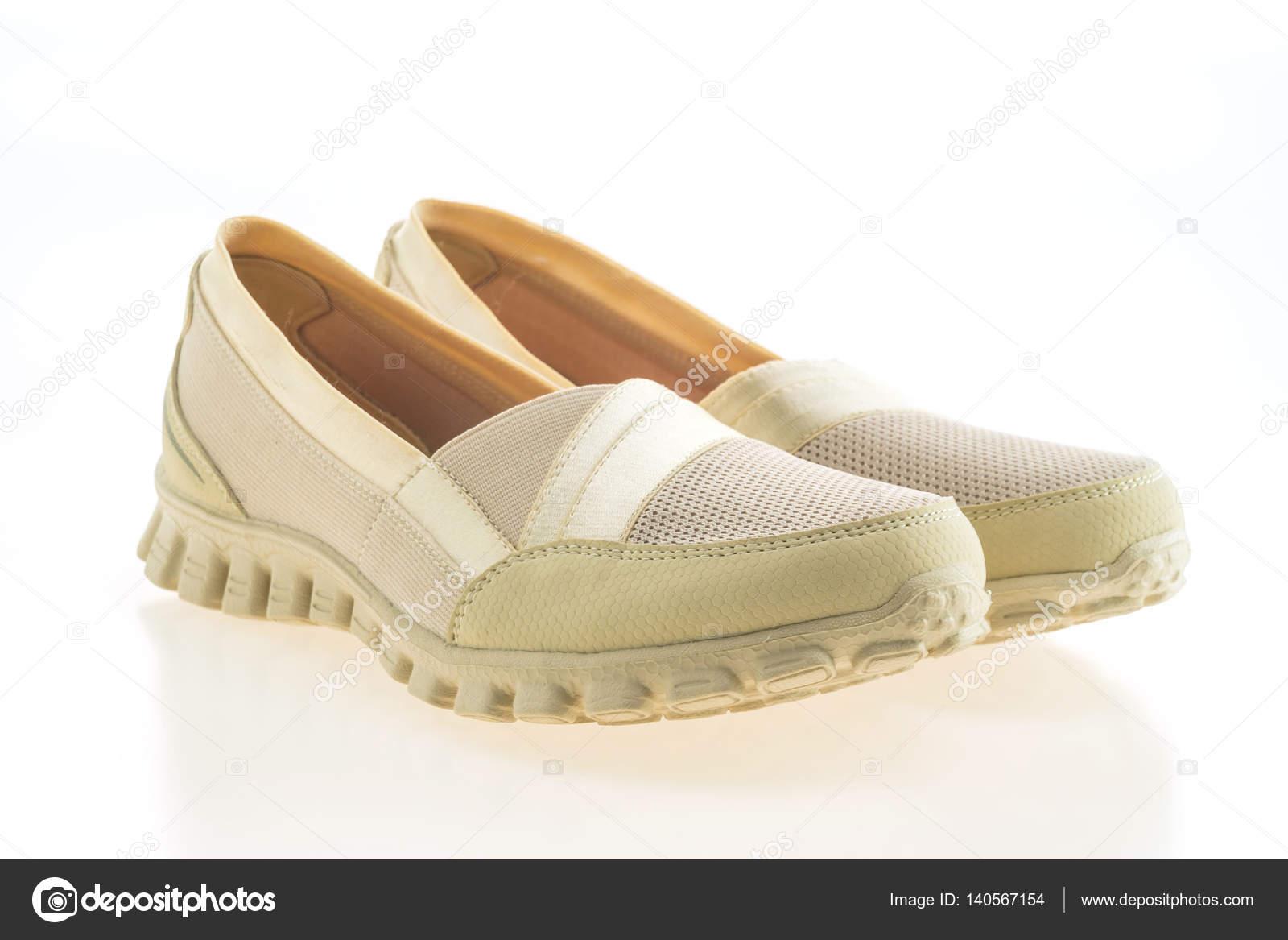 af6316bfb51 Αθλητικά παπούτσια γυναικών μόδας για απομονωμένα σε λευκό φόντο — Εικόνα  από mrsiraphol| ...