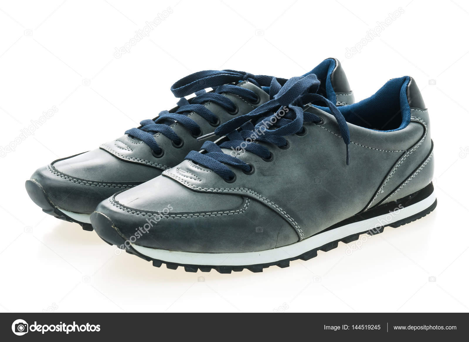 409b5e005a4 μόδα παπούτσια άνδρες — Φωτογραφία Αρχείου © mrsiraphol #144519245