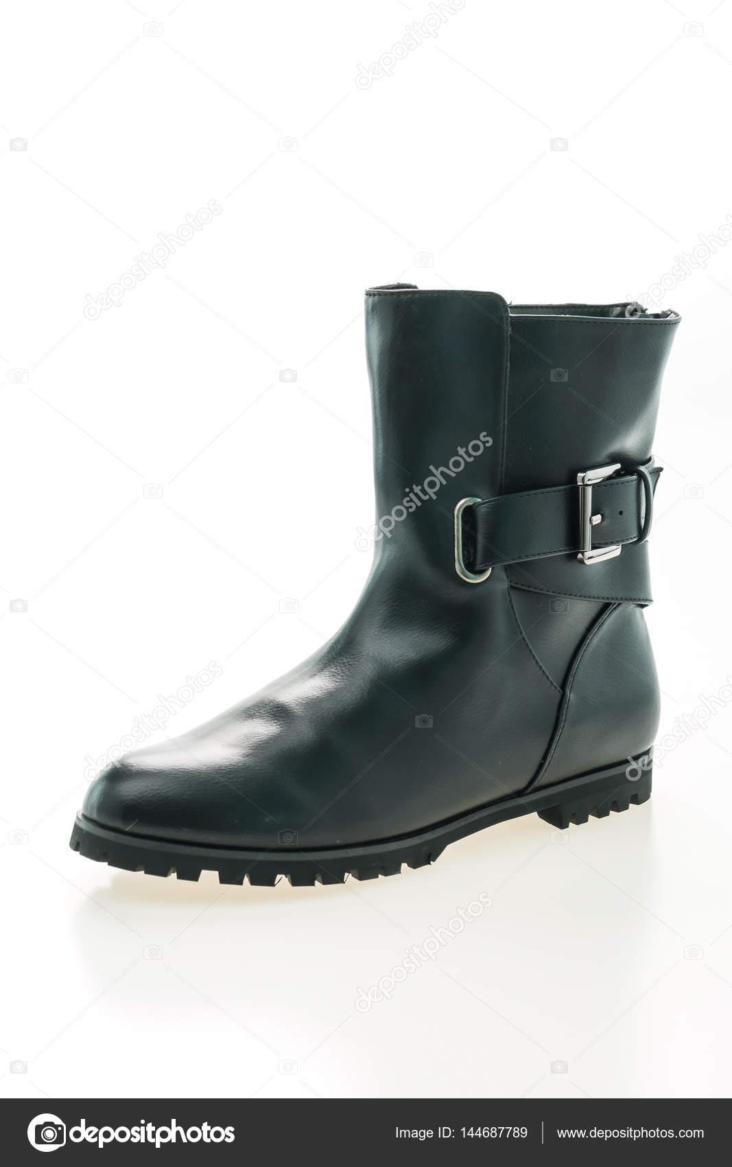 Взимку шкіряні чоботи ізольовані на білому фоні — Фото від mrsiraphol a796317a77dff