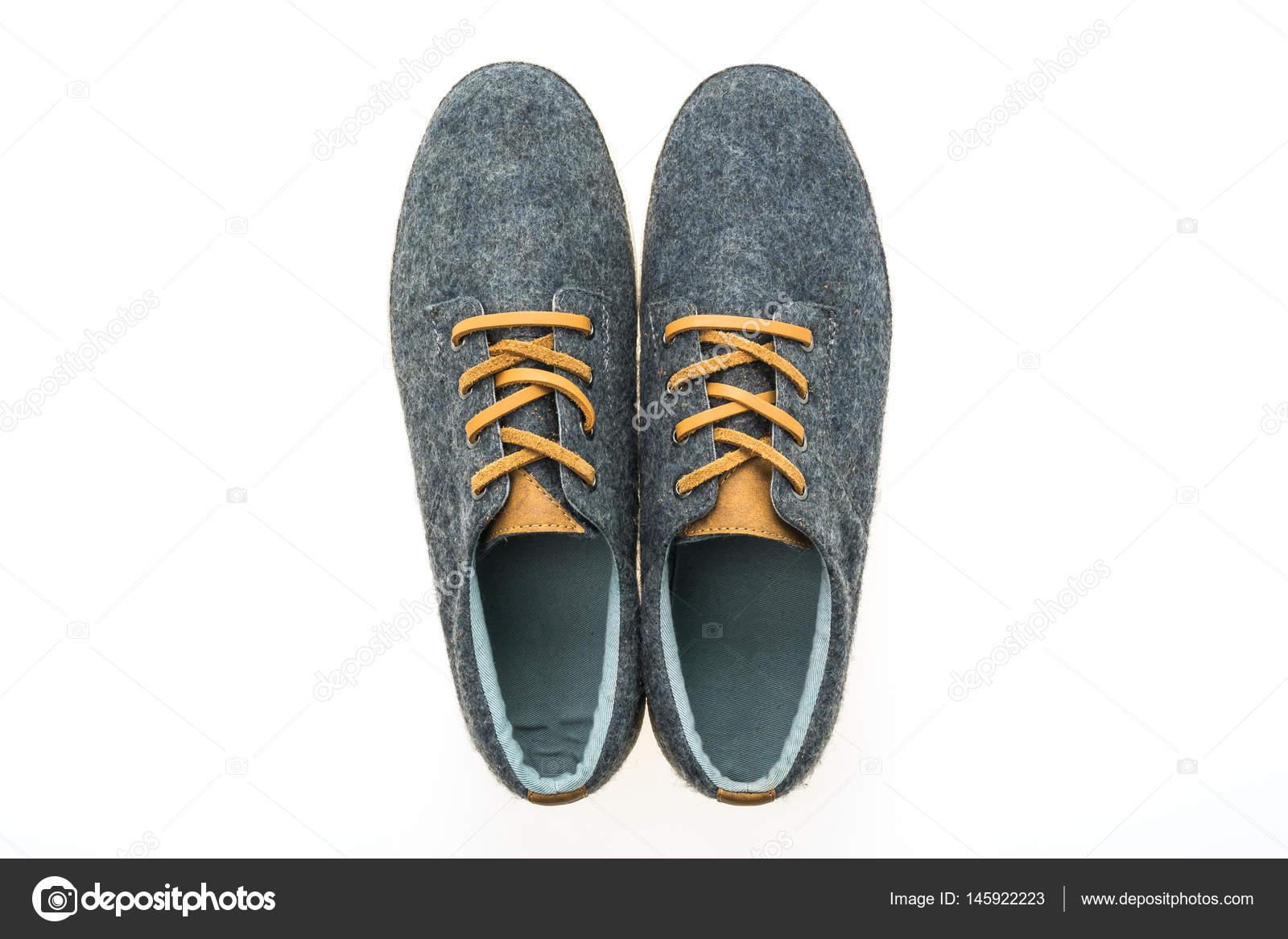 82ad0be1150 Αρσενικό παπούτσια μόδας που απομονώνονται σε λευκό φόντο — Εικόνα από  mrsiraphol