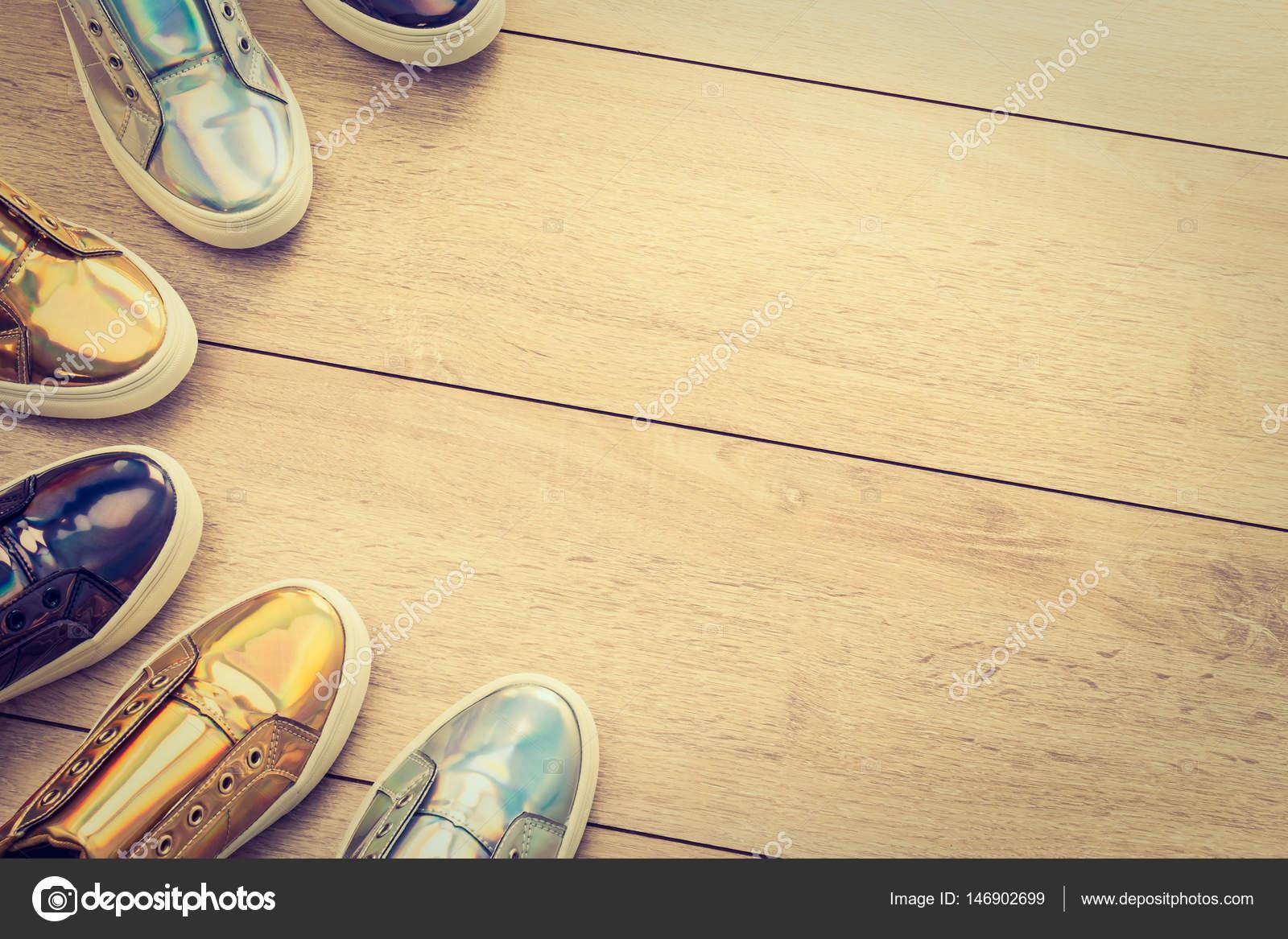 3d16106fecb Παπούτσια μόδας και ύπουλος — Φωτογραφία Αρχείου © mrsiraphol #146902699