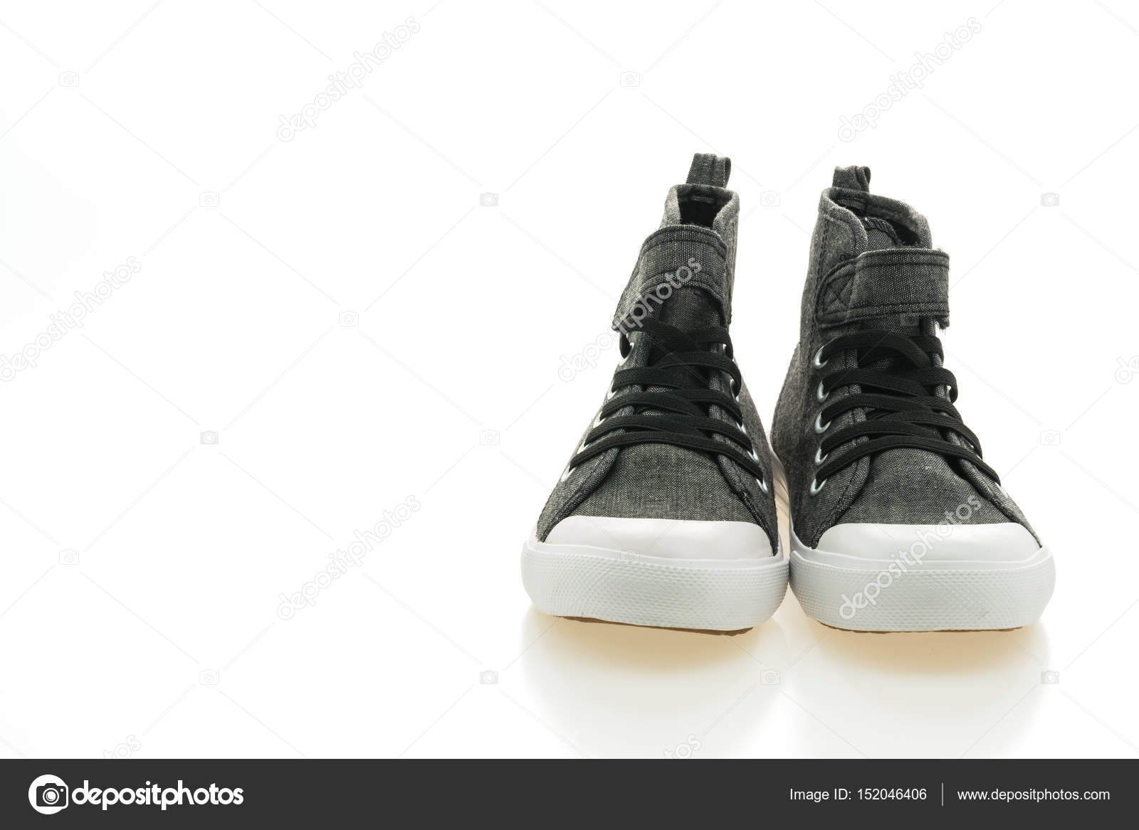66d8cca80f6 Αρσενικό παπούτσια μόδας που απομονώνονται σε λευκό φόντο — Εικόνα από  mrsiraphol| ...
