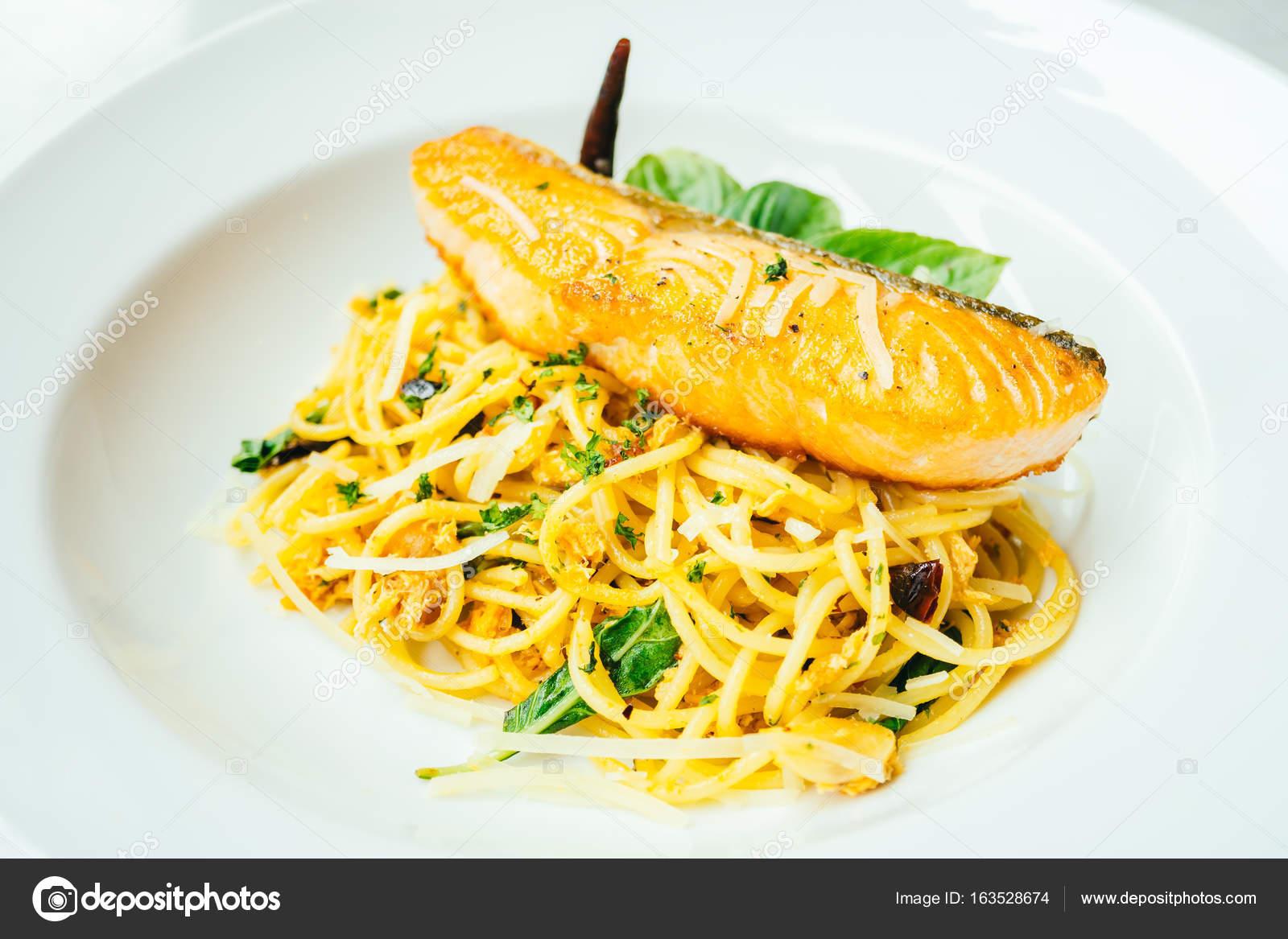 Спагетти с копченым мясом