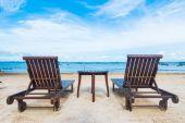 sedia vuota sulla spiaggia