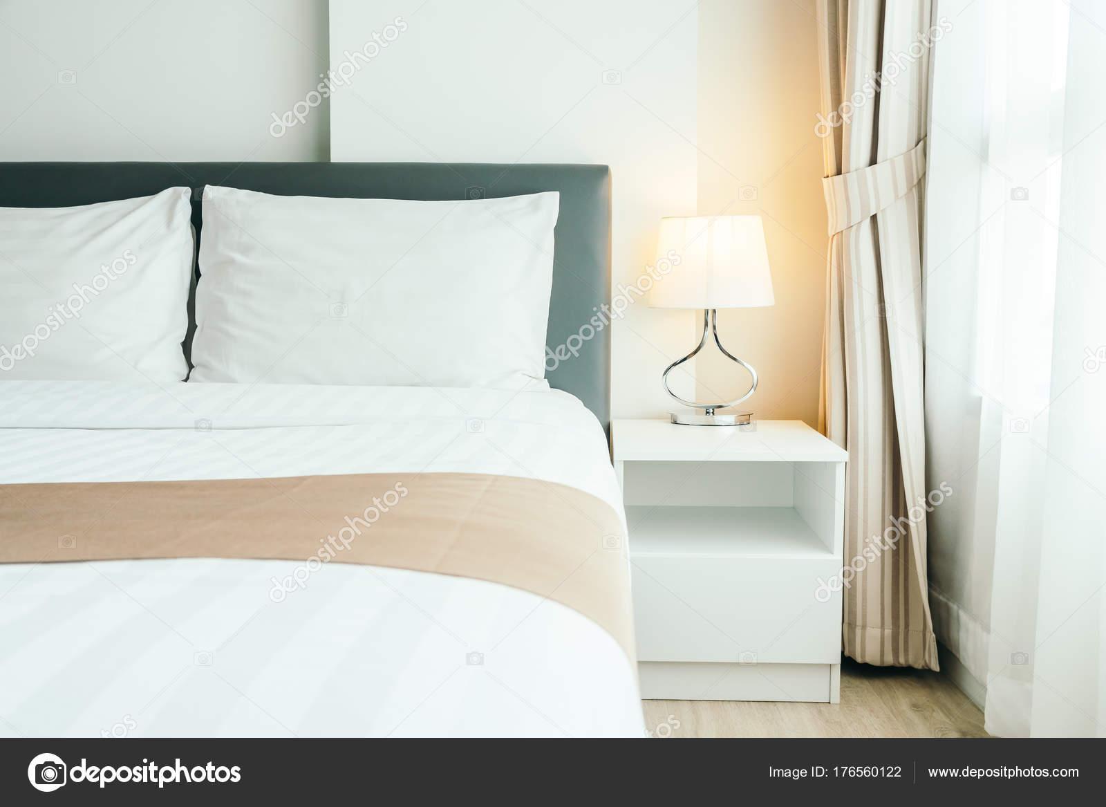 Decorazioni Camere Da Letto : Comodo cuscino sul letto decorazione camera letto interni con luce