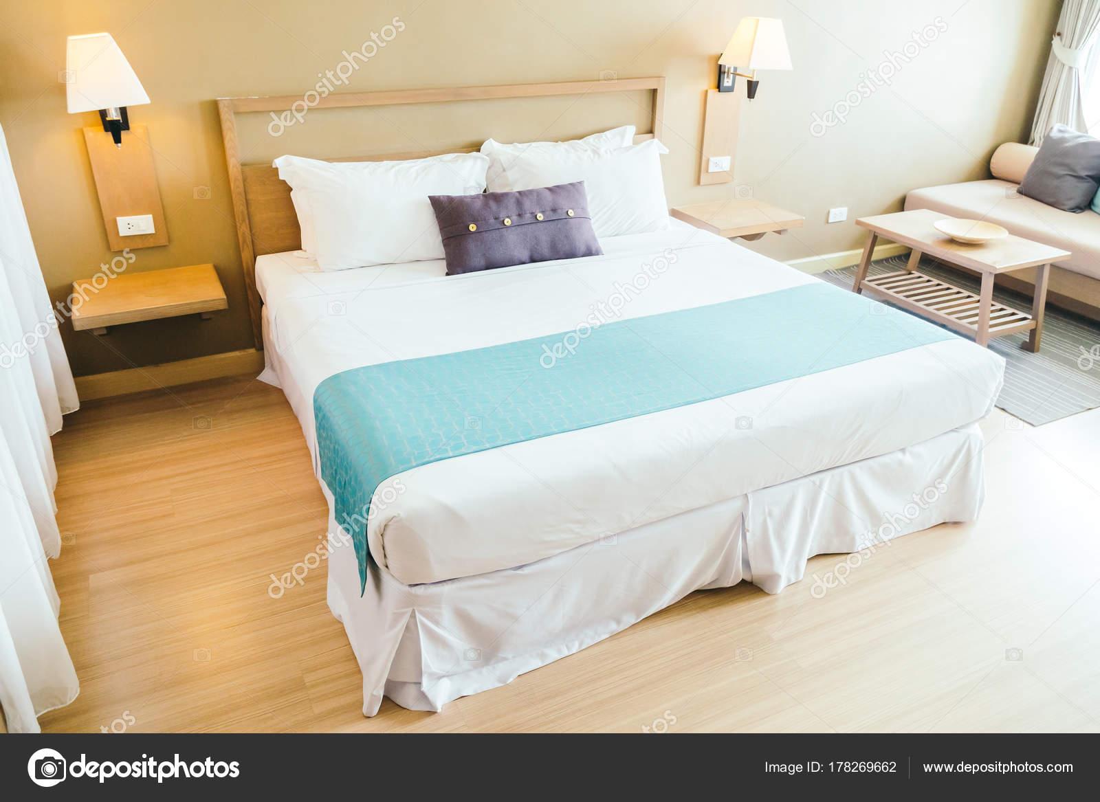 Comfortabel kussen het bed decoratie slaapkamer interieur met