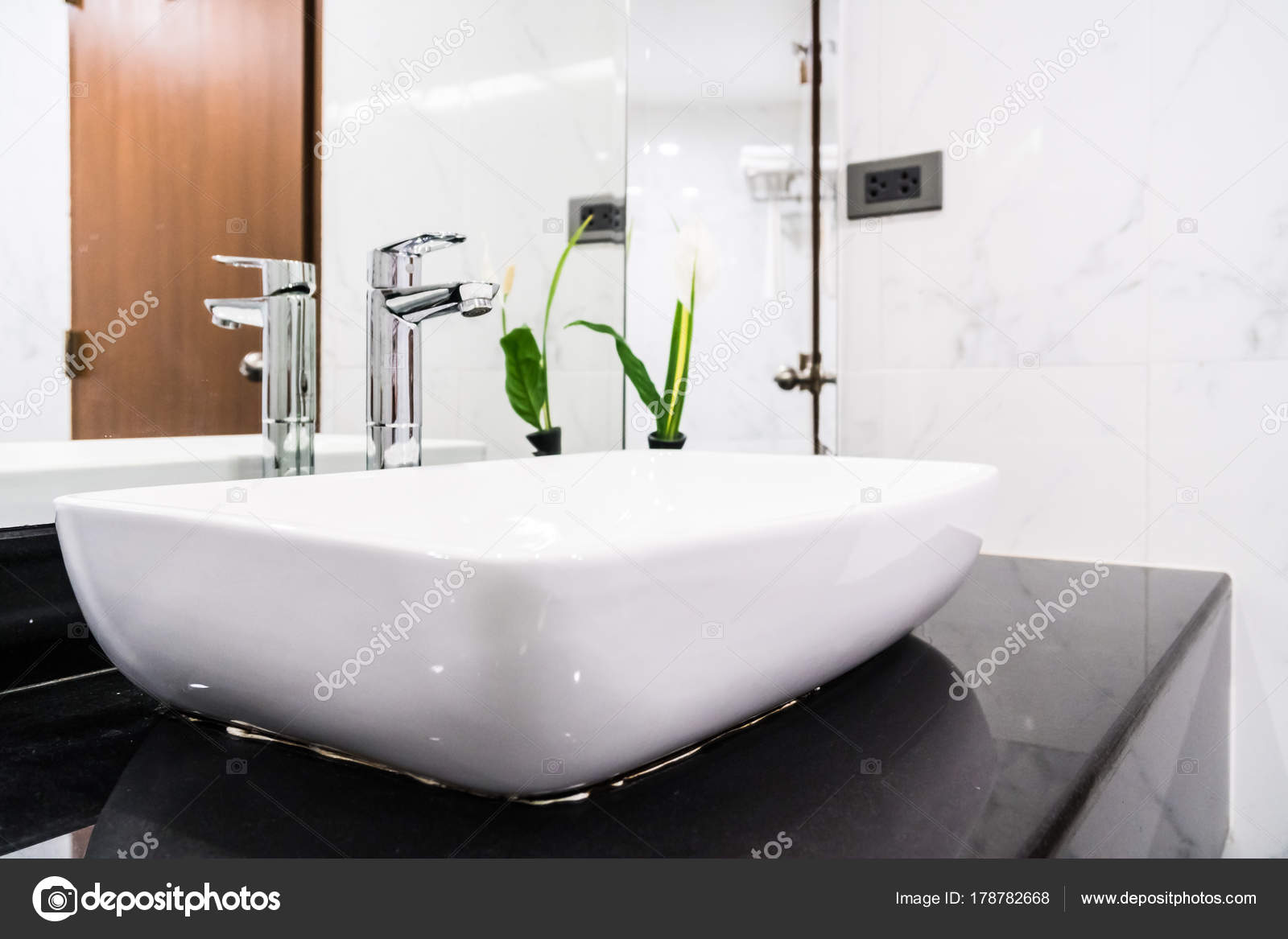 Decorare bagno trendy with decorare bagno cool with for Decorare piastrelle bagno