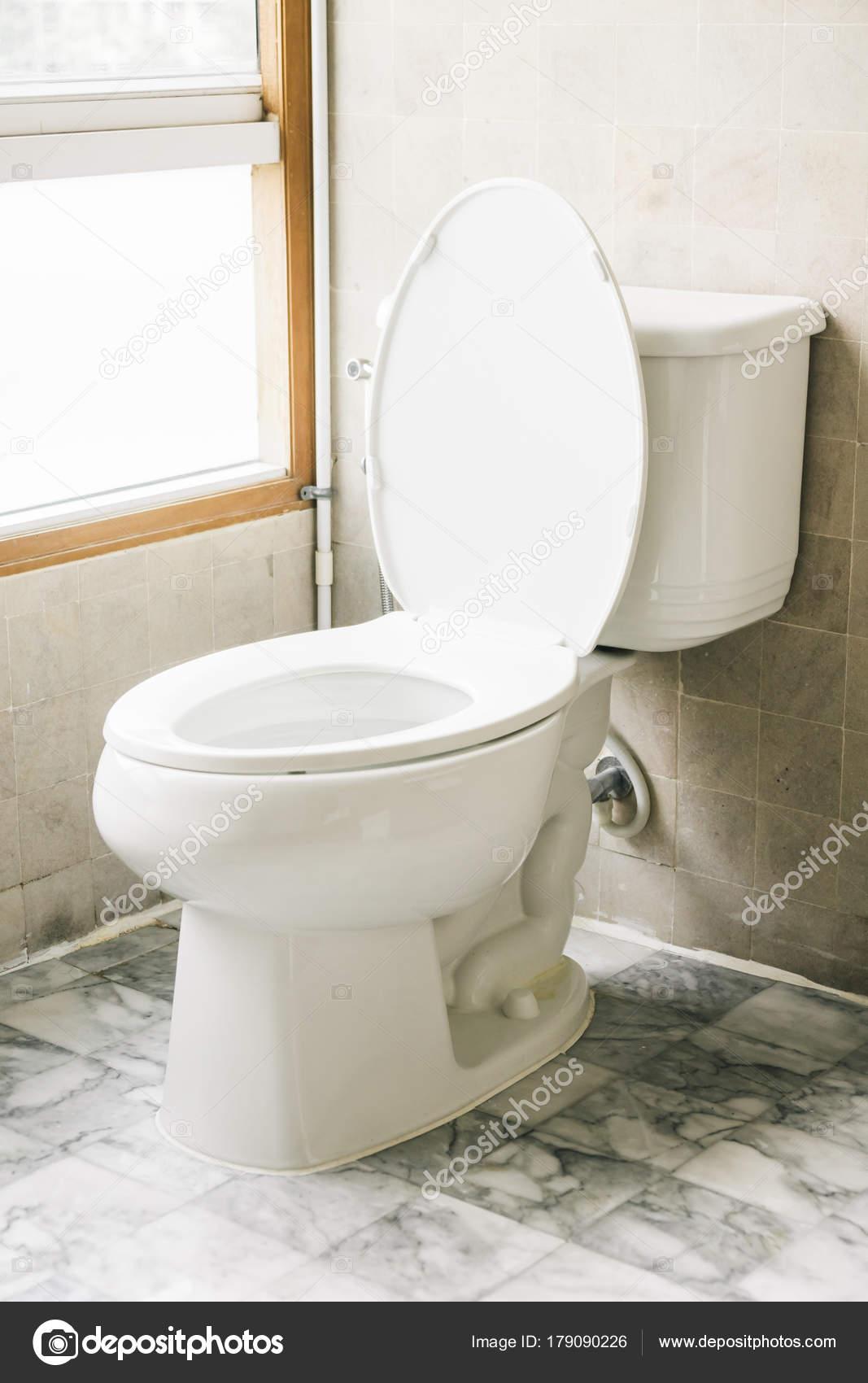 Toilet Stoel Decoratie Badkamer Interieur — Stockfoto © mrsiraphol ...