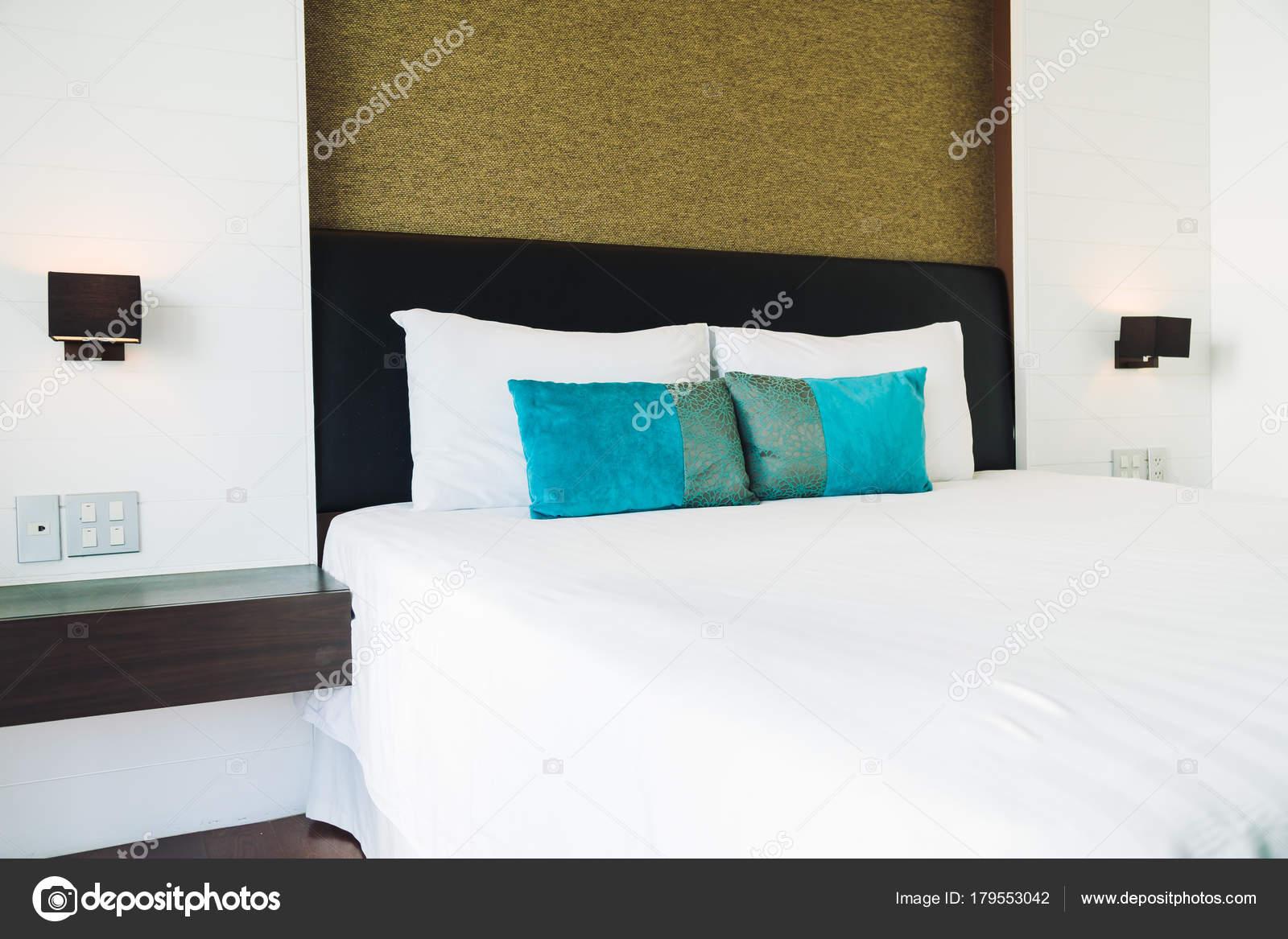 Hoofdkussen bed decoratie slaapkamer interieur met licht lamp