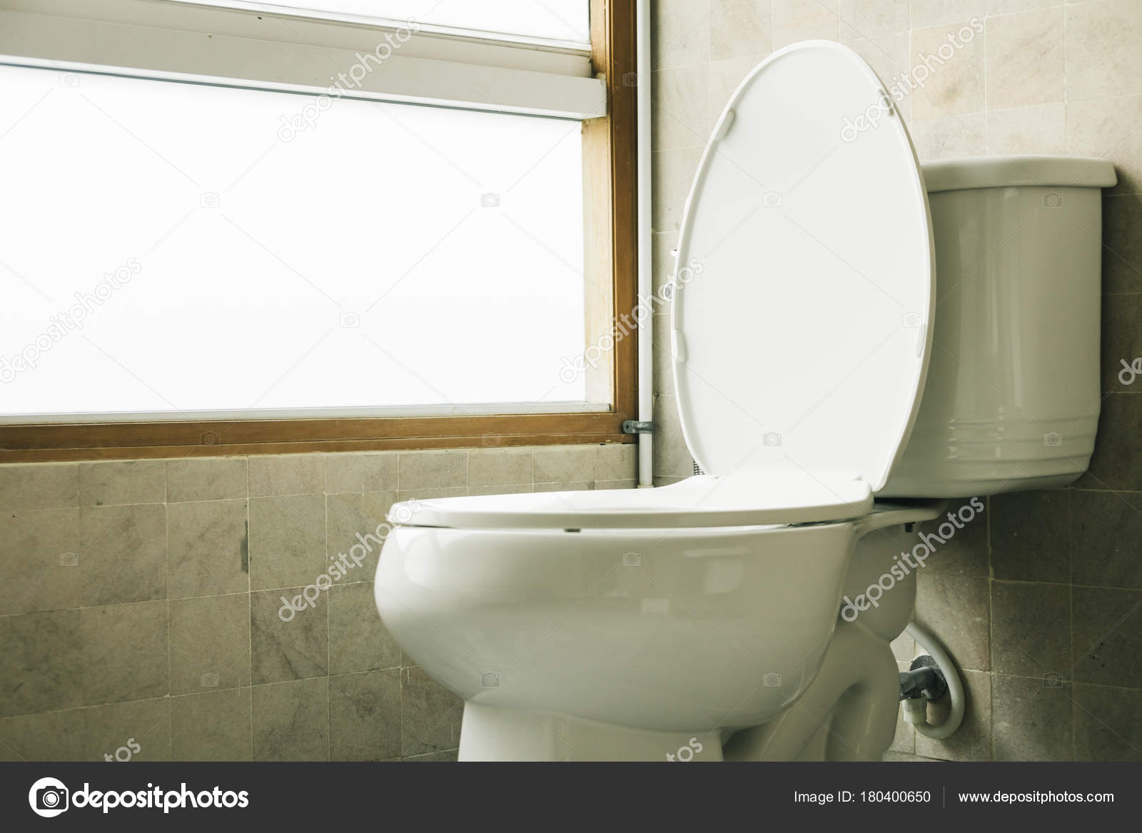 Toilet stoel decoratie in de badkamer — Stockfoto © mrsiraphol ...