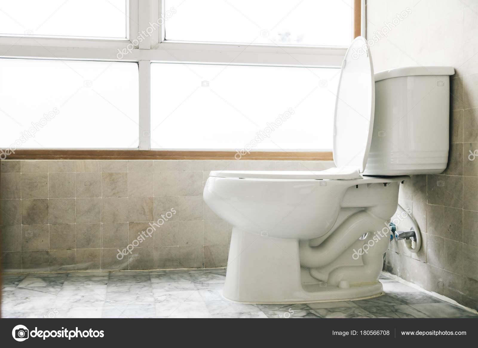 Sedili Wc Per Disabili : Decorazione di sedile wc in bagno u2014 foto stock © mrsiraphol #180566708