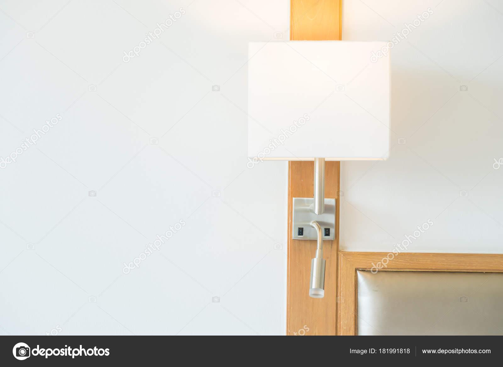 Lichte lamp decoratie slaapkamer interieur u stockfoto