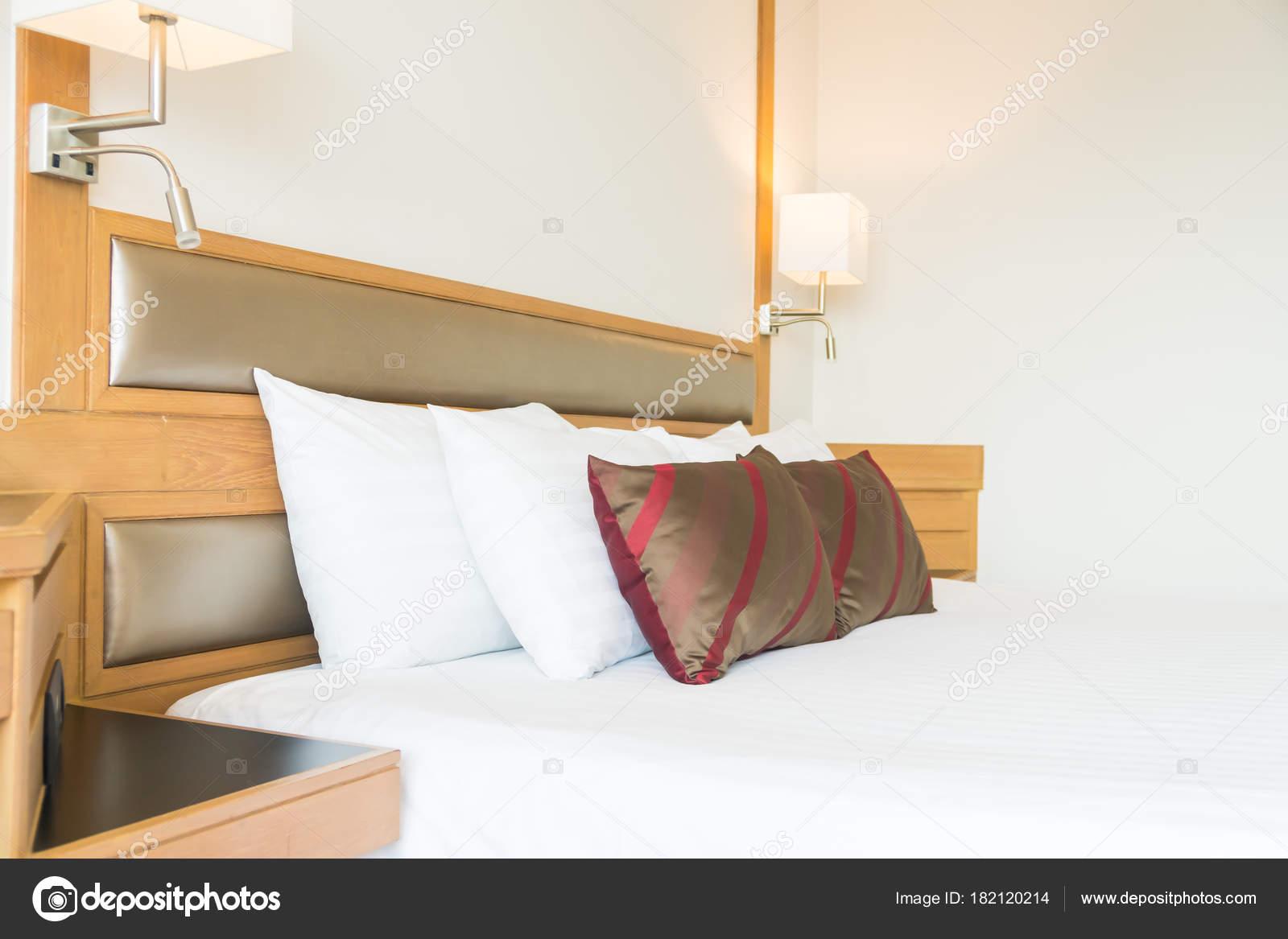 Deco Chambre A Coucher oreiller confortable sur décoration lit intérieur chambre