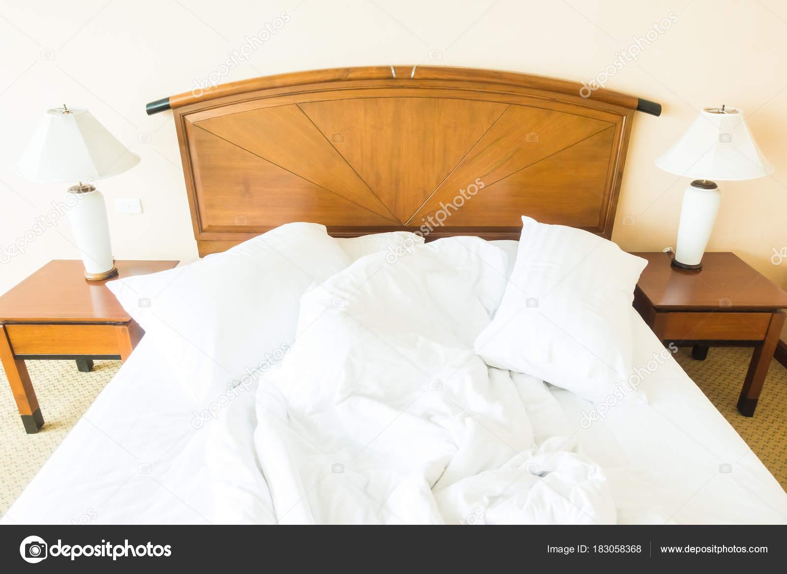 kissen bett free kopfkissen with kissen bett elegant baumwolle kissen dreieck taille brostuhl. Black Bedroom Furniture Sets. Home Design Ideas