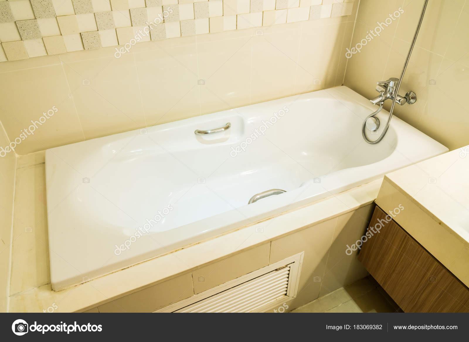 Vasca Da Bagno Con Lavabo : Decorazione con lavabo rubinetto vasca bagno bianca interni bagno