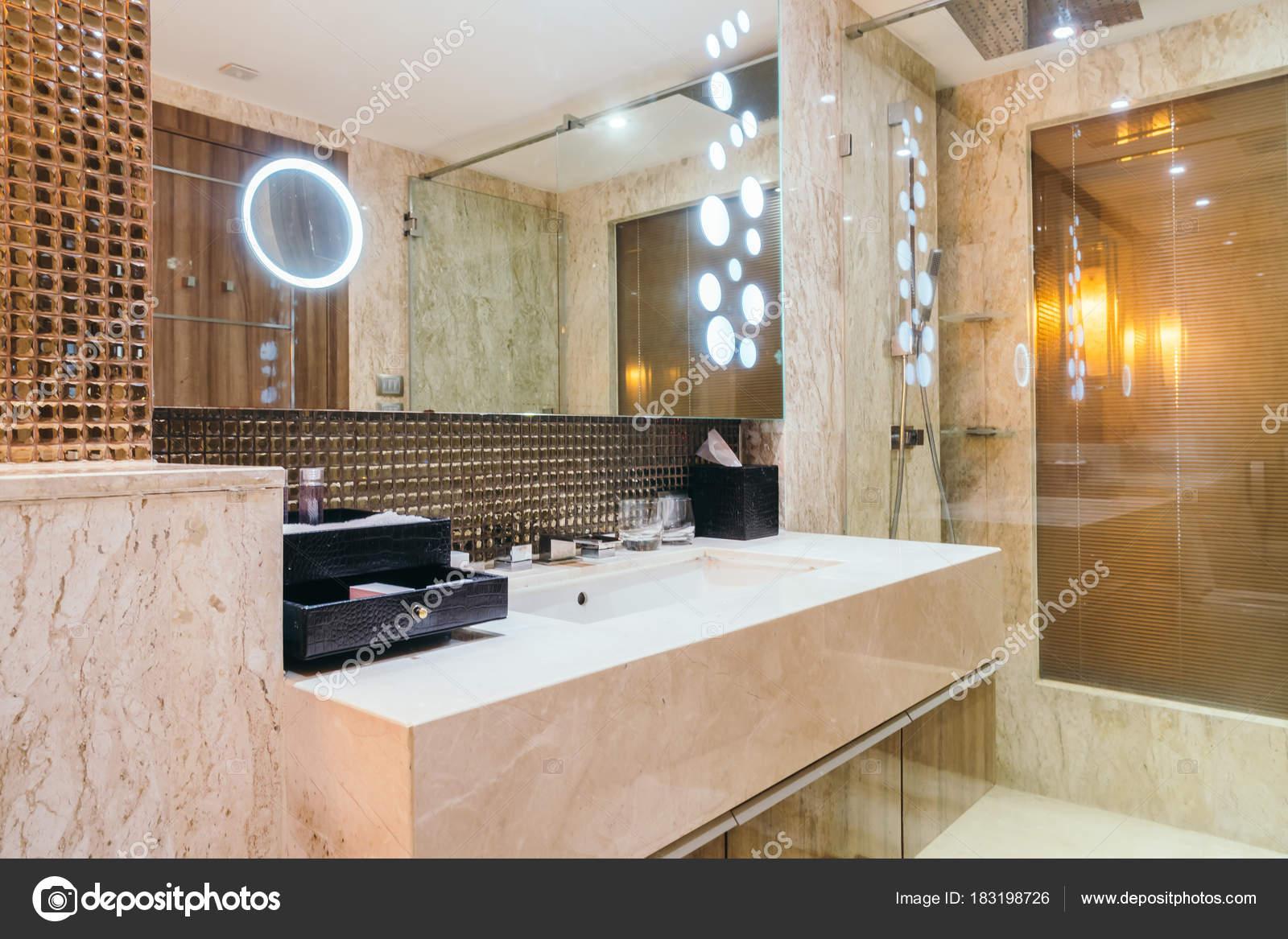 Grifo Lavabo Decoración Interior Cuarto Baño — Foto de stock ...