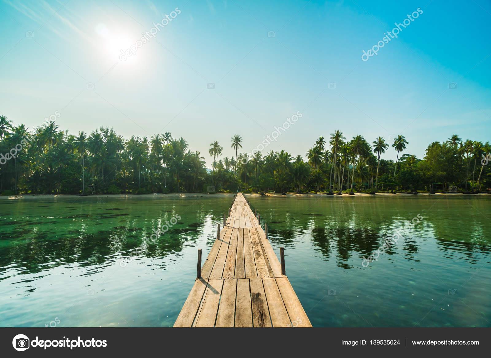pont bois jetée sur plage mer Île paradis autour avec — photographie