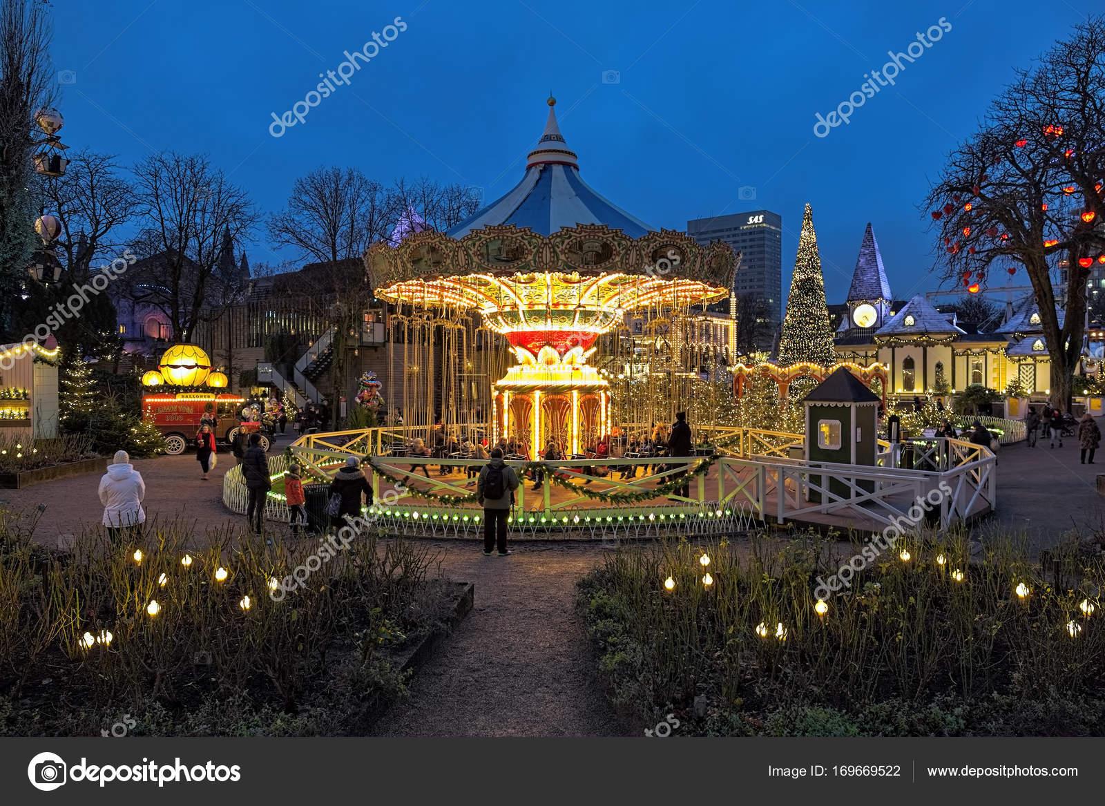 Iluminacion Carrusel Y Navidad En Los Jardines De Tivoli Copenhague