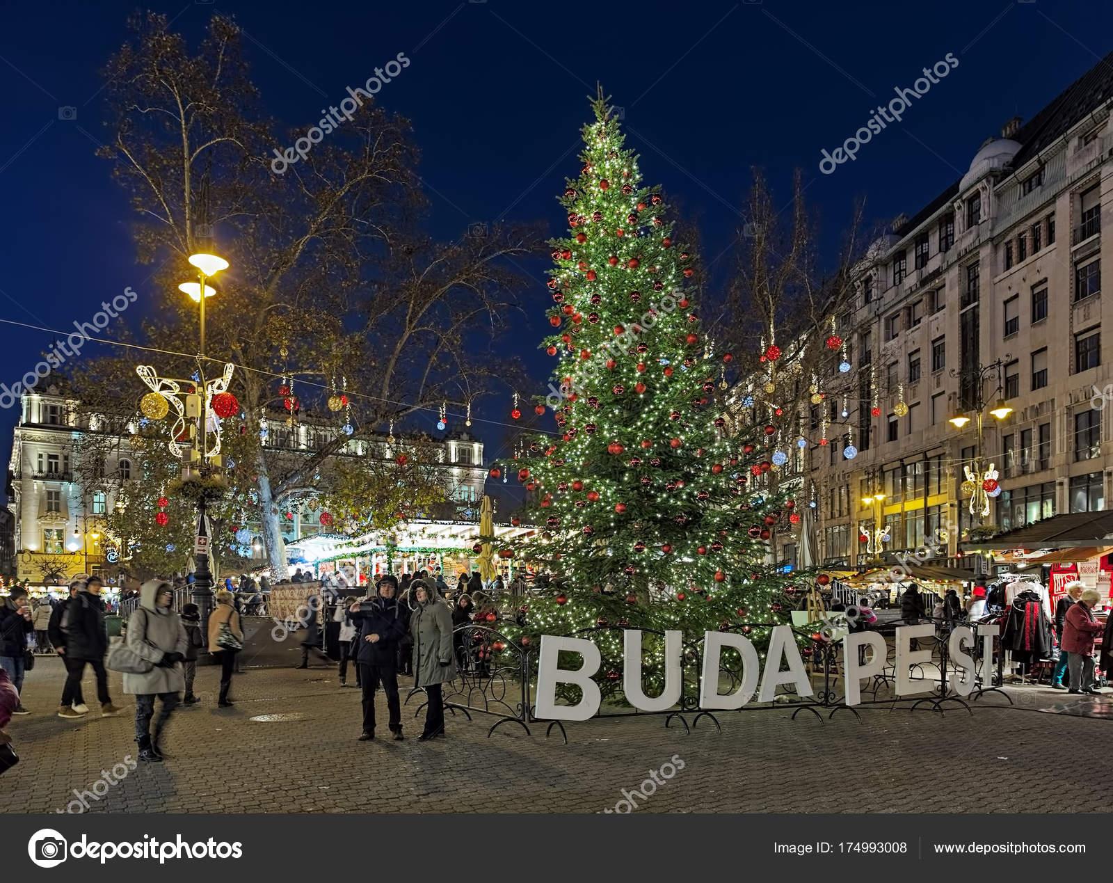 Vorosmarty Square Budapest Christmas Market.Christmas Market On Vorosmarty Square In Budapest Hungary