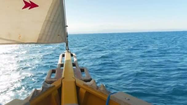 Slunce před plachetnici