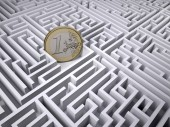 Fotografie euro coin in the labyrinth maze