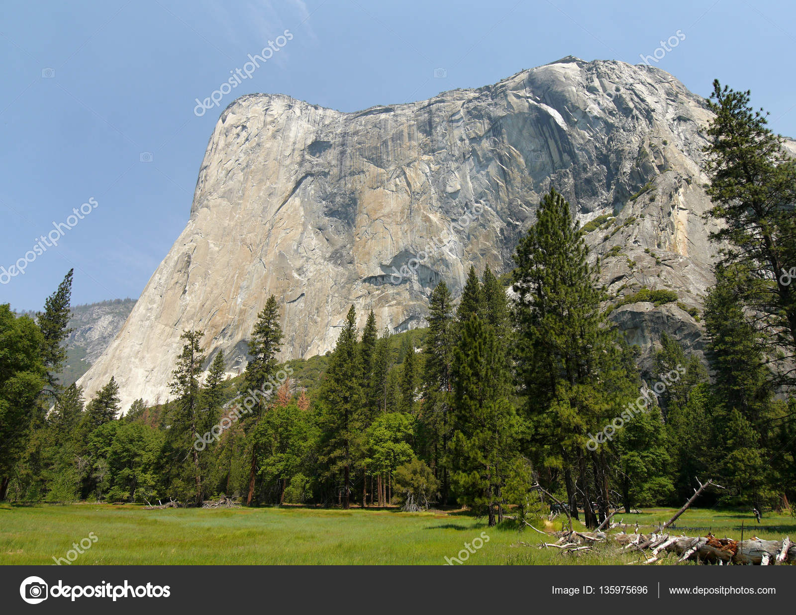 el capitan. the largest granite wall in the world. — stock photo
