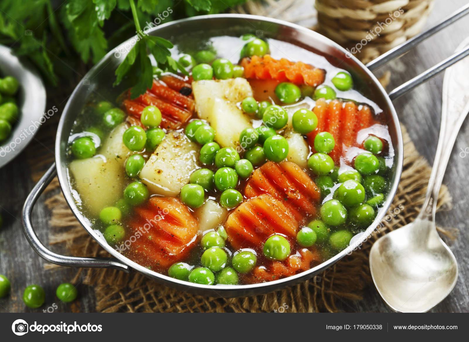 Zupa Z Zielonego Groszku Zdjecie Stockowe C Minadezhda 179050338