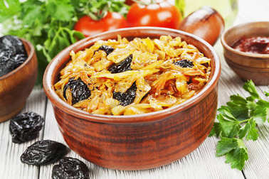 Cabbage stewed with prunes