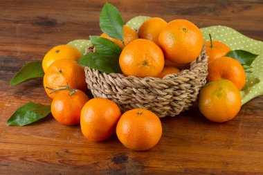 basket of tangerines with green napkin