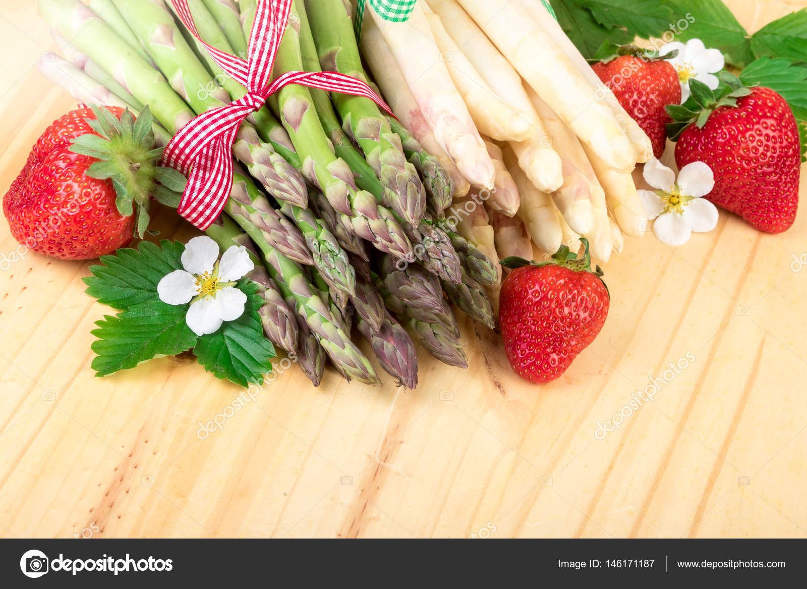 Spargel frisch gr nem und wei em spargel mit erdbeeren for Dekoration erdbeeren