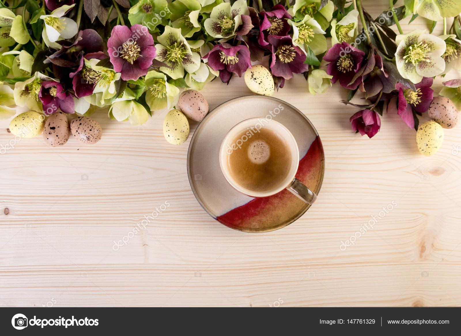 Kaffee-Obertasse Draufsicht über leichten hölzernen Hintergrund mit ...