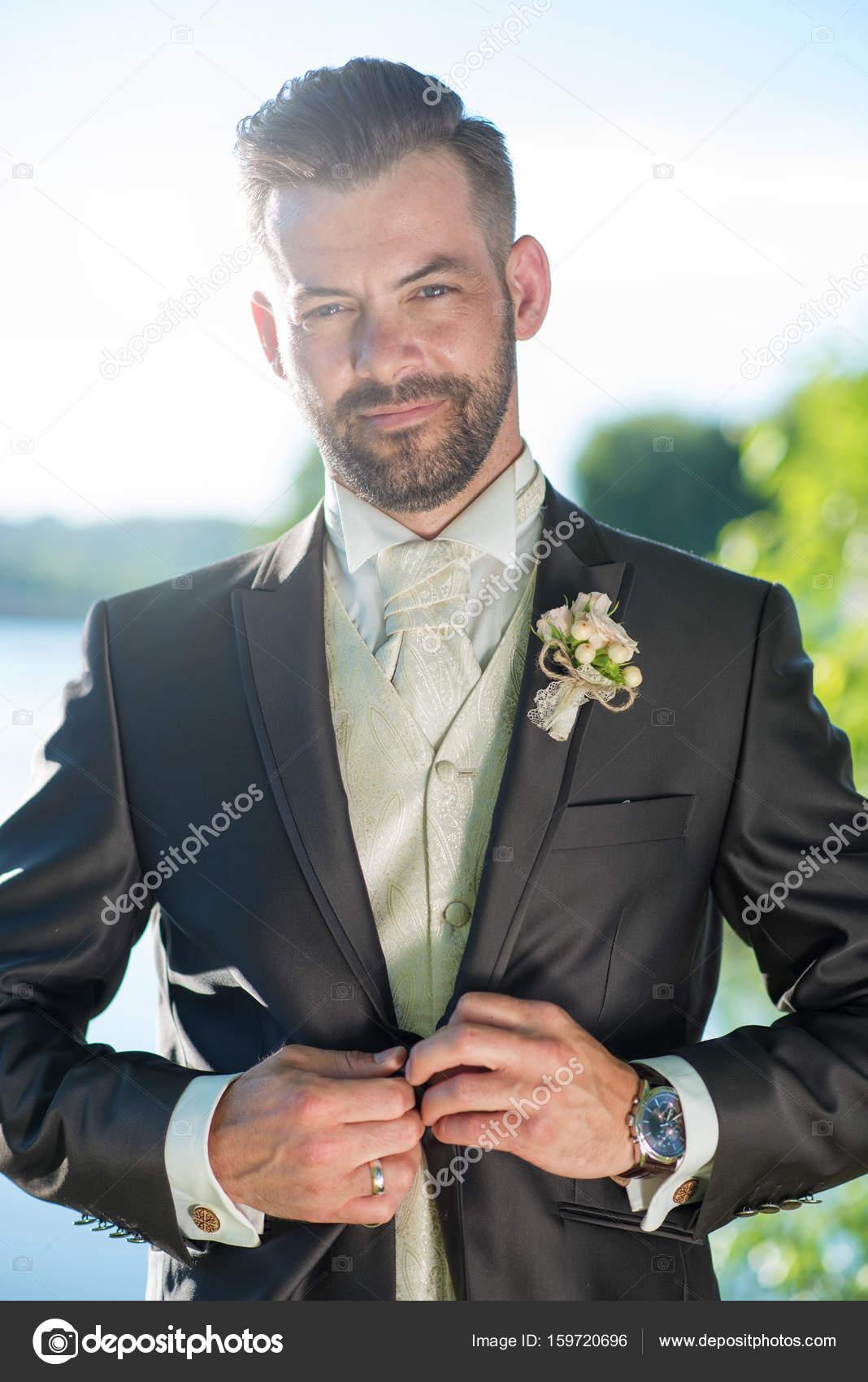 Mode-Bräutigam Hochzeit Anzug — Stockfoto © Geribody #159720696