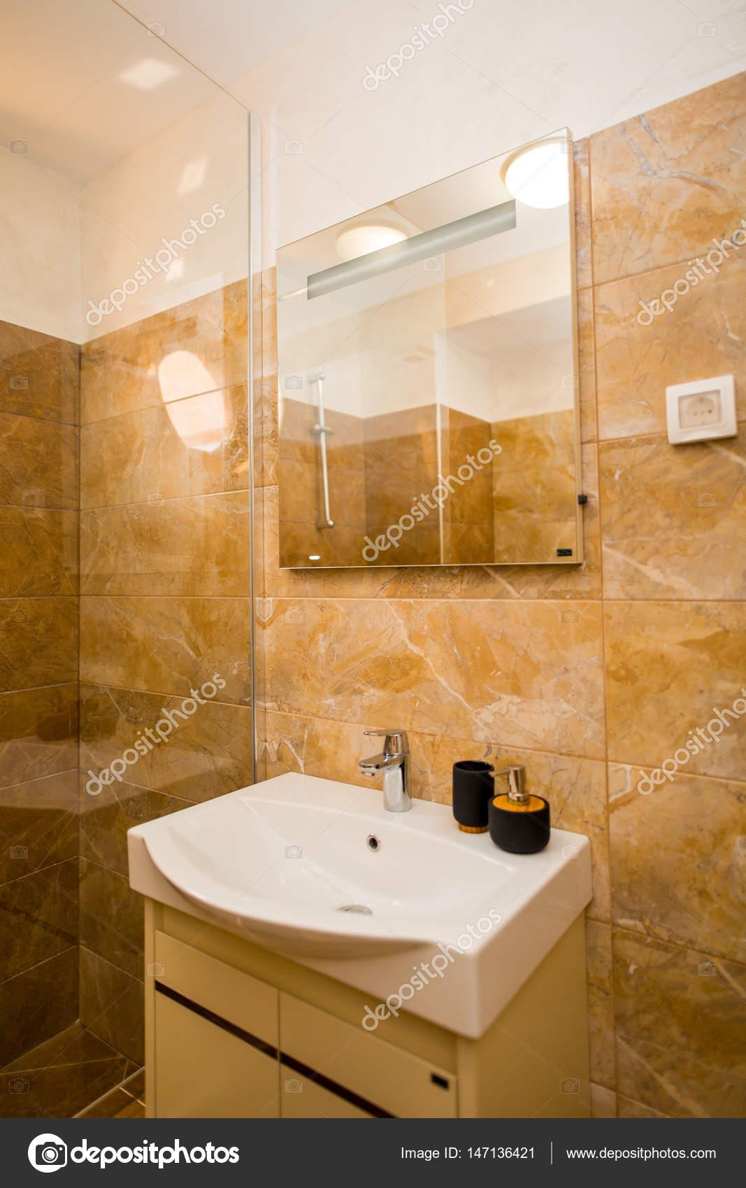 Waschbecken Im Badezimmer. Sanitär Im Bad. Die Interio U2014 Stockfoto