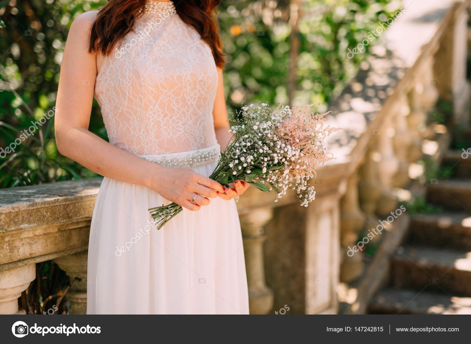 Hochzeit Brautstrauss Schleierkraut In Die Hande Der Braut