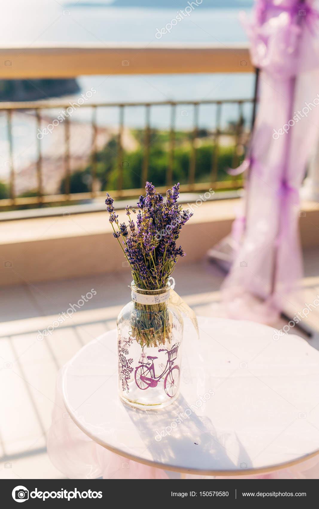 Blumen In Vase Bei Der Trauung Stockfoto C Nadtochiy 150579580