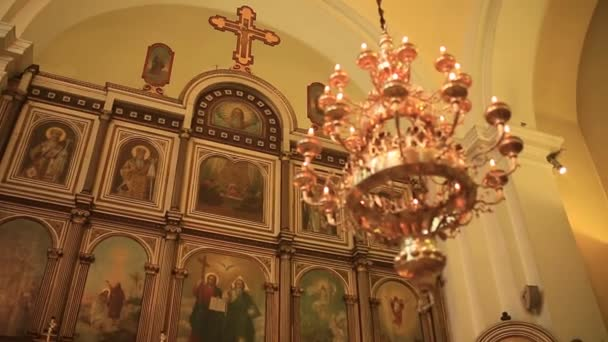 Große Bronze Kronleuchter Im Dom U2014 Stockvideo