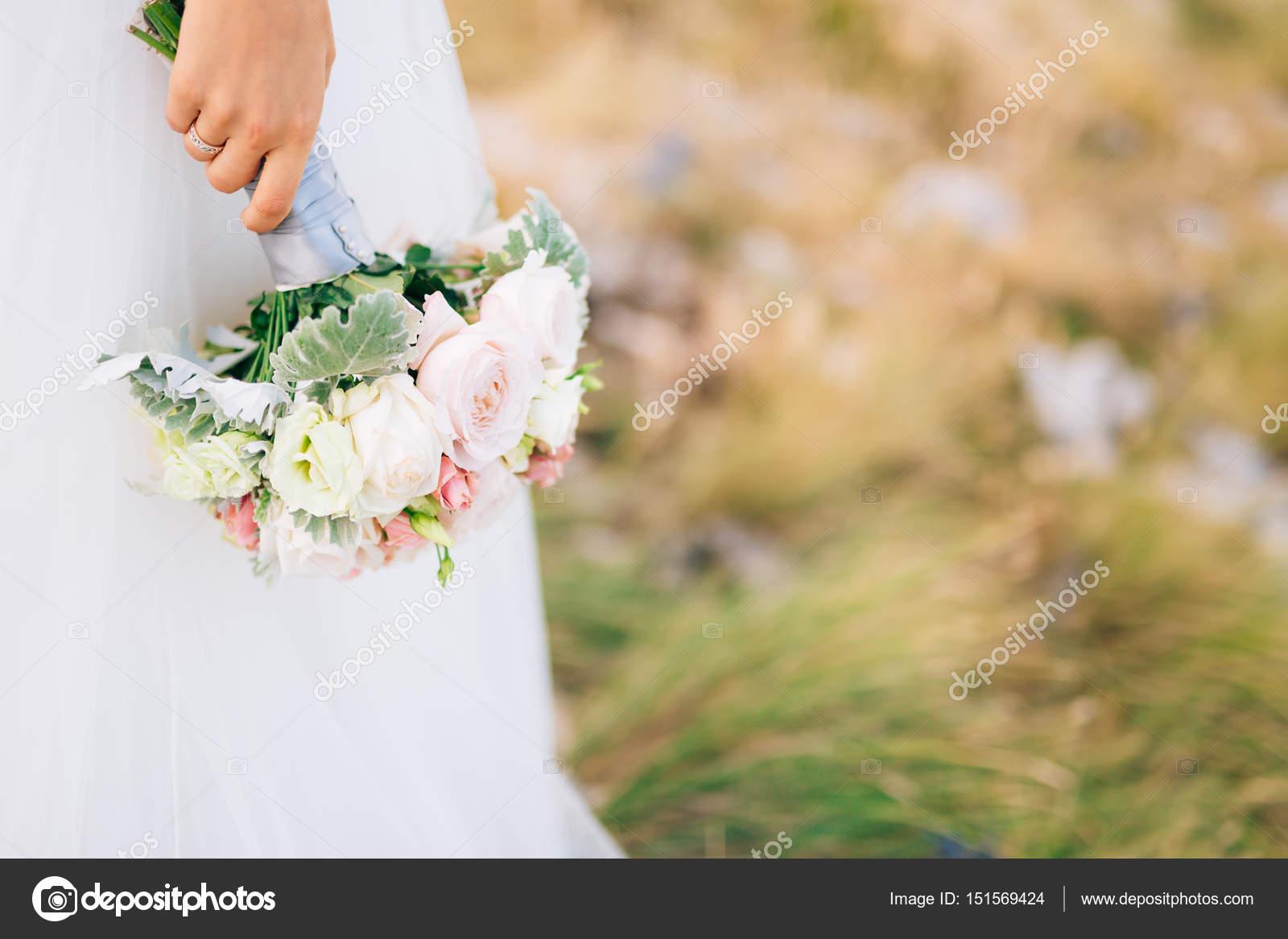 Hochzeit Brautstrauss Lisianthus Und Aschenpflanze Silber In Der