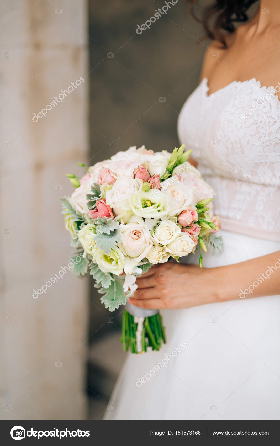 Bouquet Sposa Lisianthus.Wedding Bridal Bouquet Of Lisianthus And Cineraria Silver In The