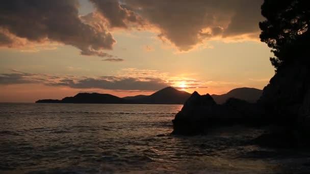 Západ slunce nad mořem. Západ slunce nad Jaderského moře. Slunce se sit dělat