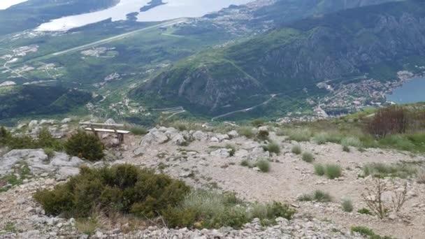 Lavice na horu Lovcen, s výhledem na boku Kotorskou v Montene